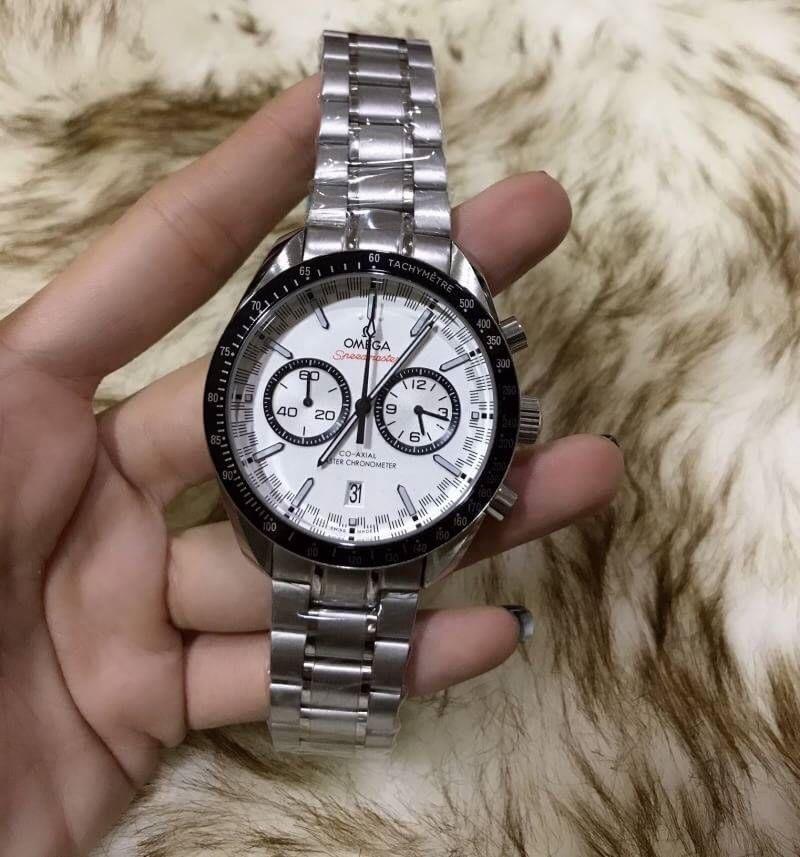 Omega Speedmaster Racing Master Chronometer model features White Dial, ก๊อปหน้าปัดขาว