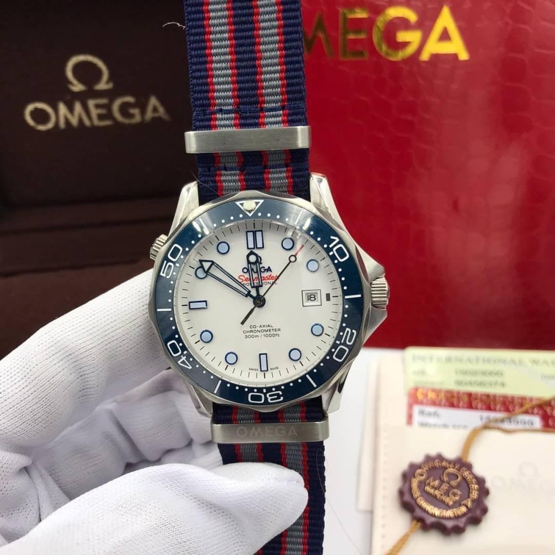 Omega Seamaster Diver 300M White Dial Nylon Strap Men's Watch , mirror