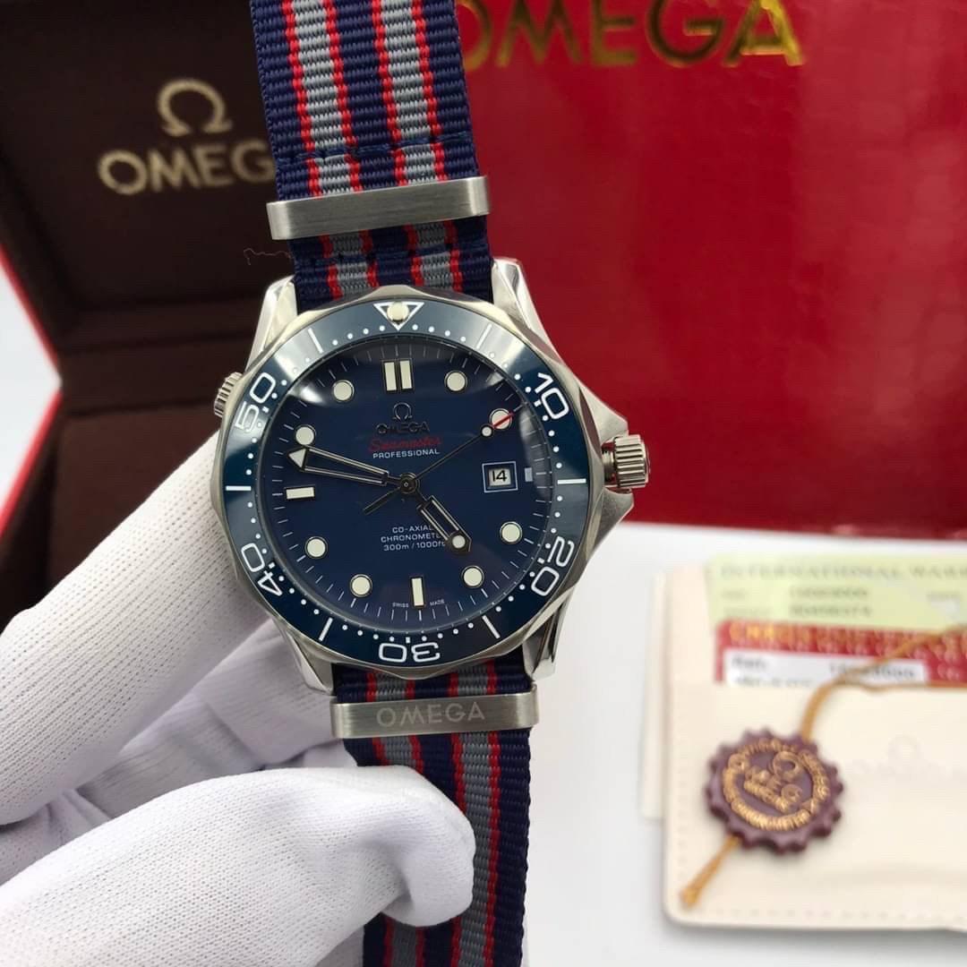 Omega Seamaster Diver 300 m Nylon Strap Co-Axial Blue Dial, mirror