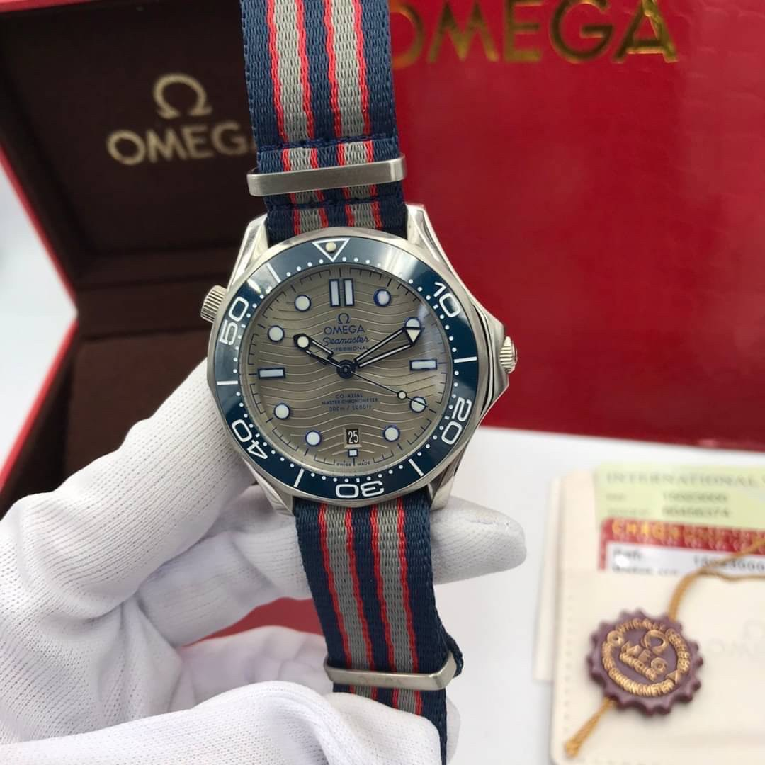 Omega Seamaster Diver 300 M Co-Axial Nylon Strap Grey Dial Men's Watch, mirror