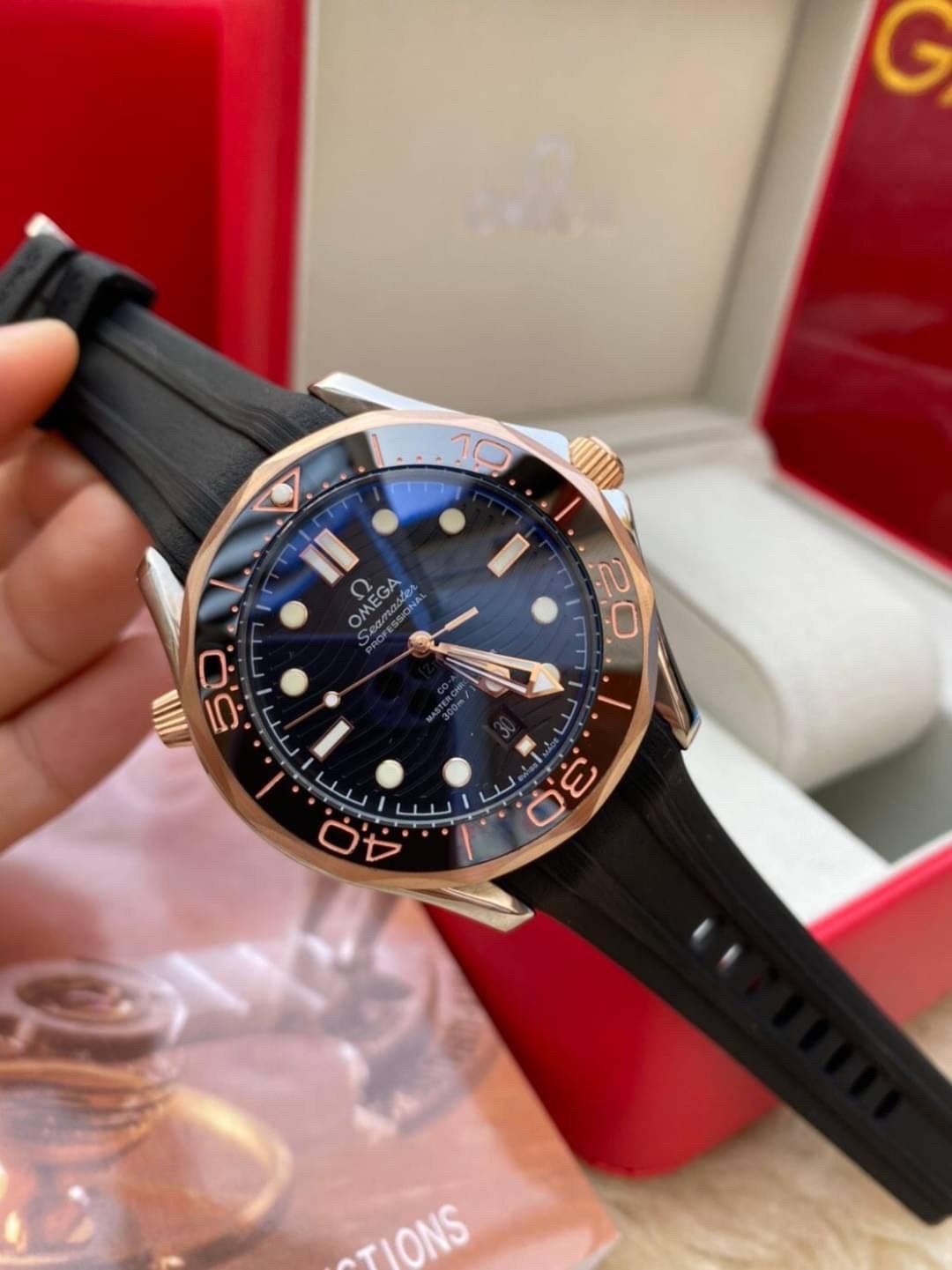 Omega Seamaster Diver 300M 42mm Black Dial Rose Gold Case Rubber Strap, mirror